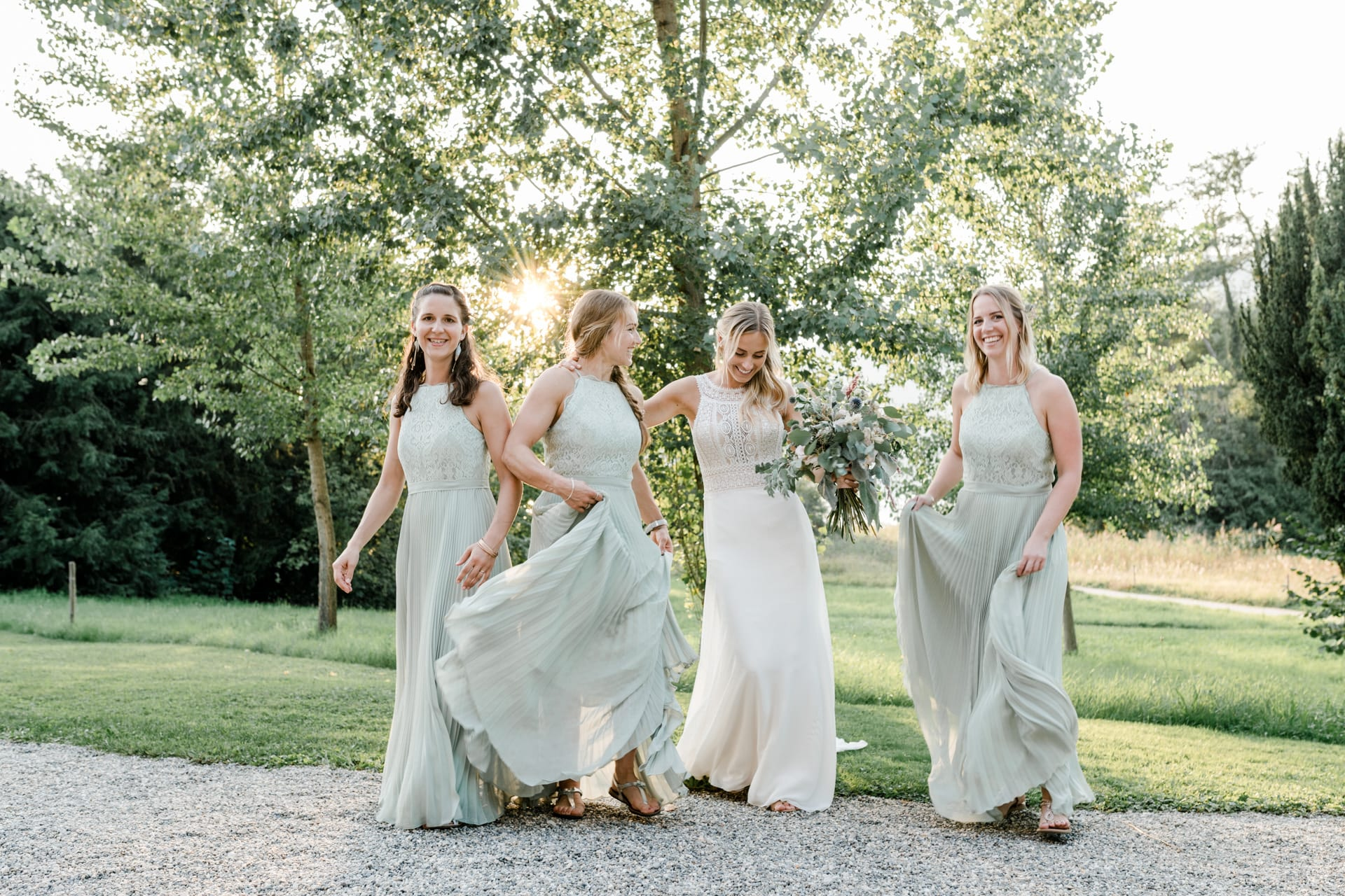 Emotionen der sommerlichen Hochzeit am Bielersee festgehalten durch die Hochzeitsfotografin