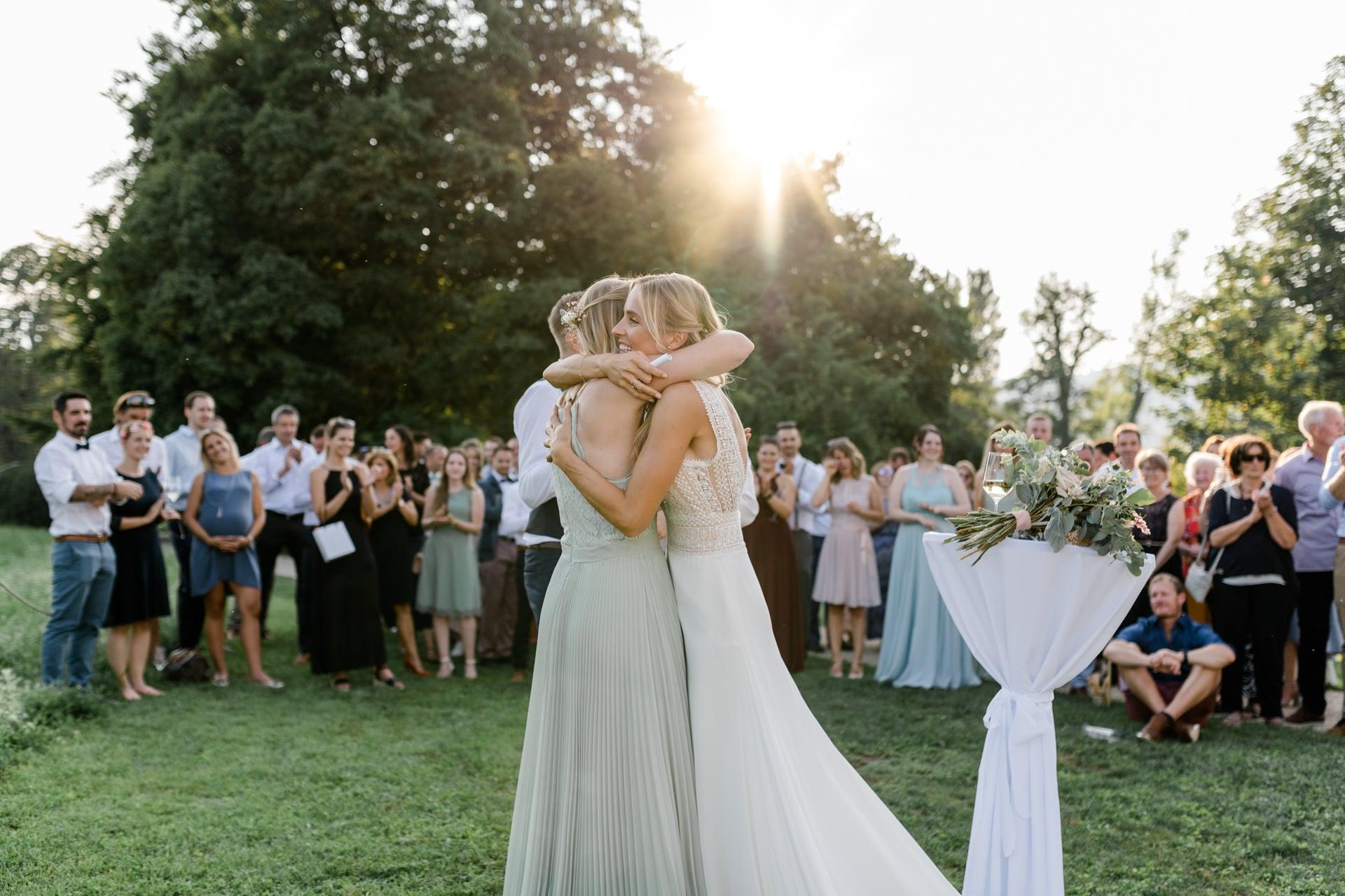 Hochzeitsreportage der sommerlichen Hochzeit auf dem von Rütte Gut am Bielersee in der Schweiz